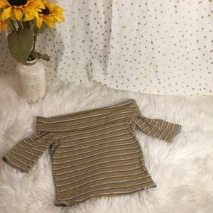 Tops - Vintage look Off shoulder crop top